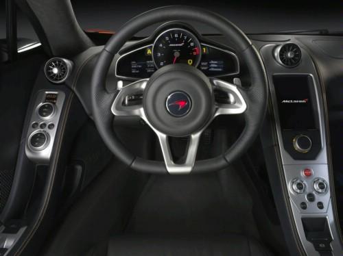 Interiorul noului McLaren