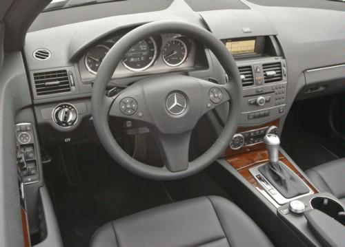 Mercedes-Benz Clasa C. Un interior stilat si nemtesc