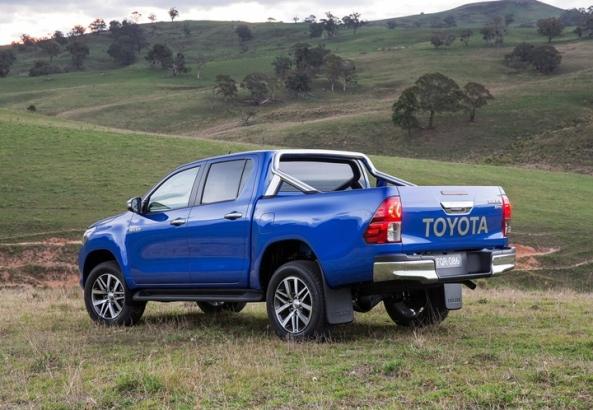 Toyota-HiLux_2016_1