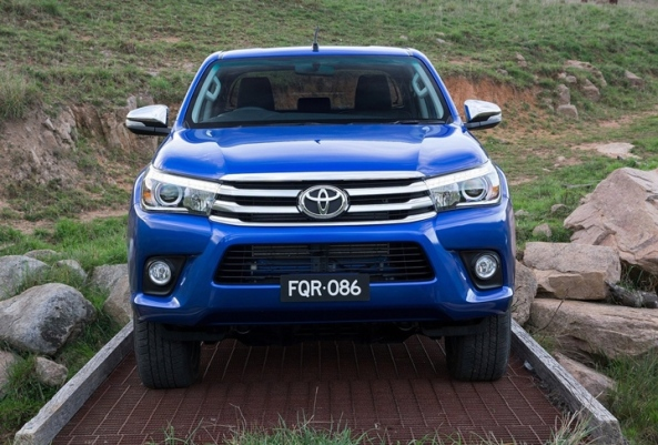 Toyota-HiLux_2016_4