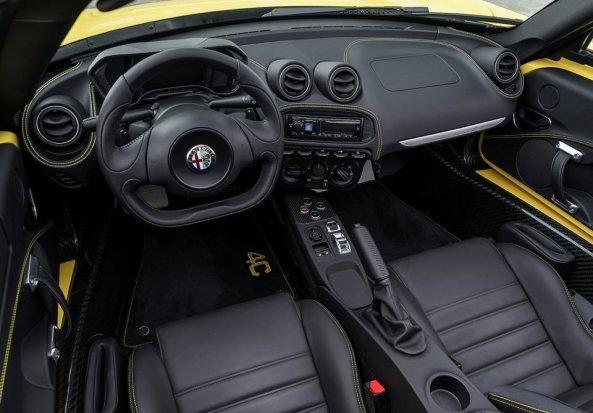 Alfa_Romeo-4C_Spider_2015_3