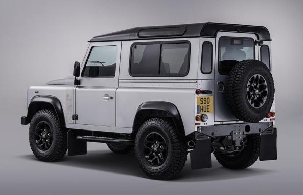 Land_Rover-Defender_2.000.000_3