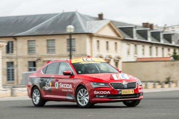 150623 New ŠKODA Superb is 'Red Car' in Tour de France 2015 (2)_jpg