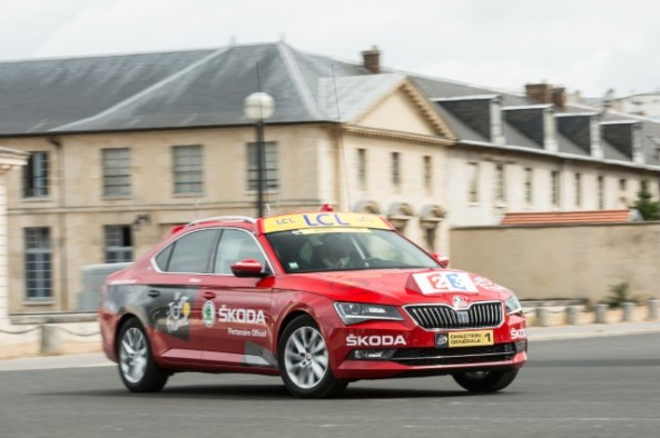 150623 New ŠKODA Superb is 'Red Car' in Tour de France 2015 (2)_jpg