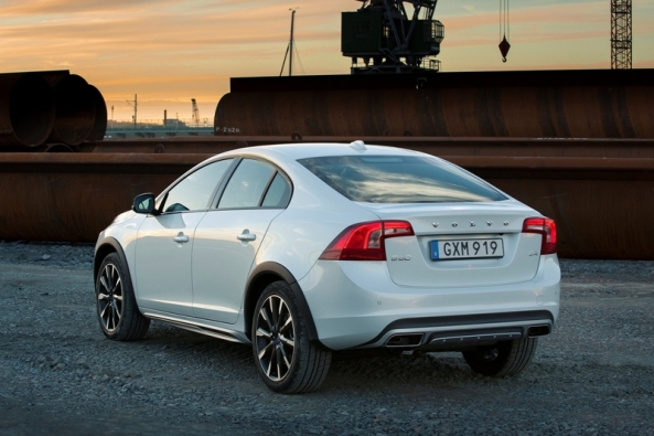 Volvo-S60_Cross_Country_3