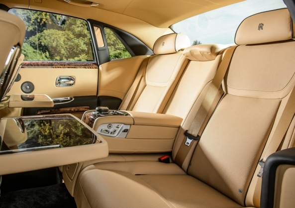 Rolls-Royce-Ghost_Series_II_2015_4