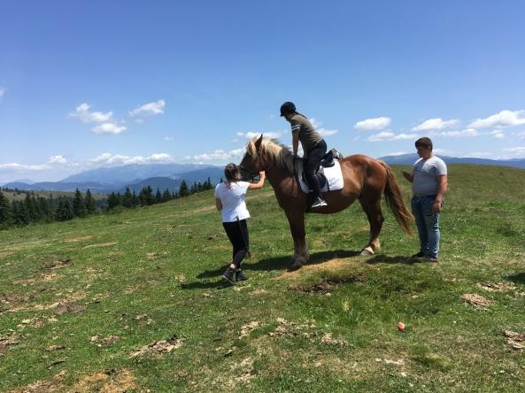 Ioana Pană și Alexandru Cojocaru - lasă-te cu încredere pe mâna lor, așa cum fac și caii mari.